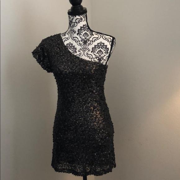 Dresses & Skirts - Black & Gold mini dress
